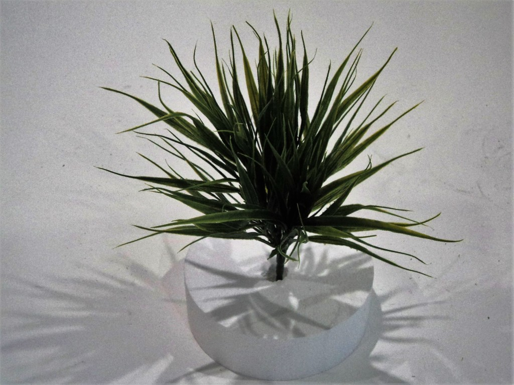GRASS BUSH GREEN/CREAM 20CM HIGH