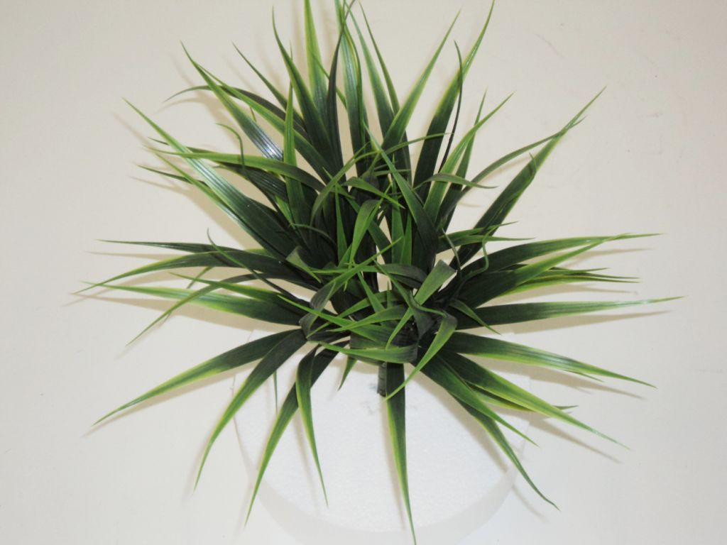 GRASS BUSH GREEN 20CM HIGH
